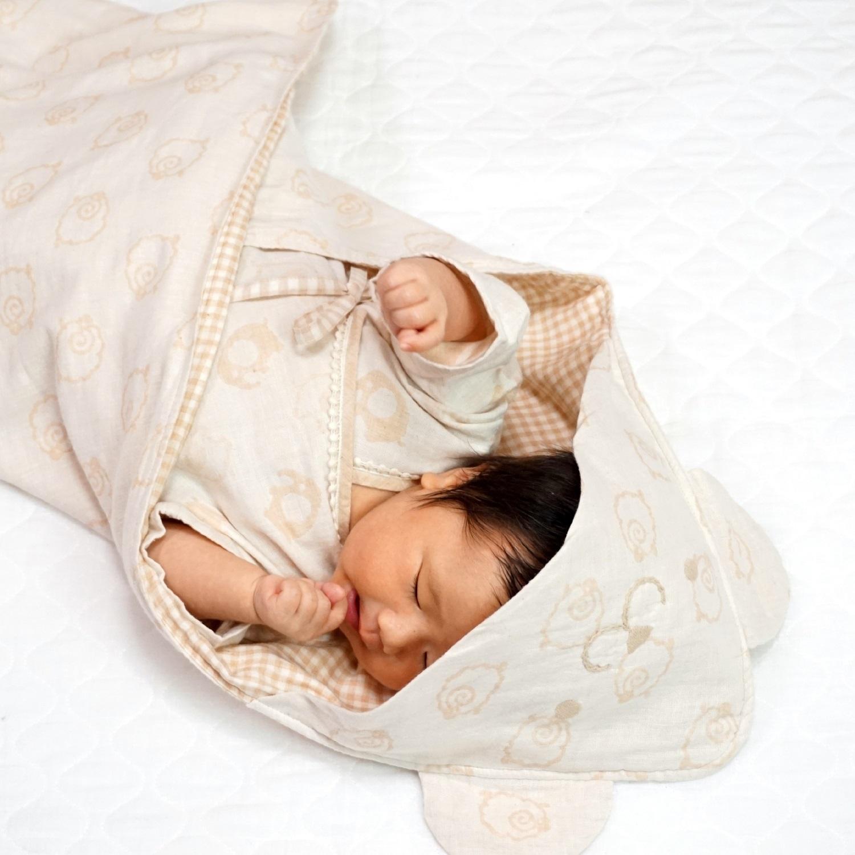 ふわくまちゃんの刺しゅうが付いているので、赤ちゃんの可愛さをより一層引き立てます♪